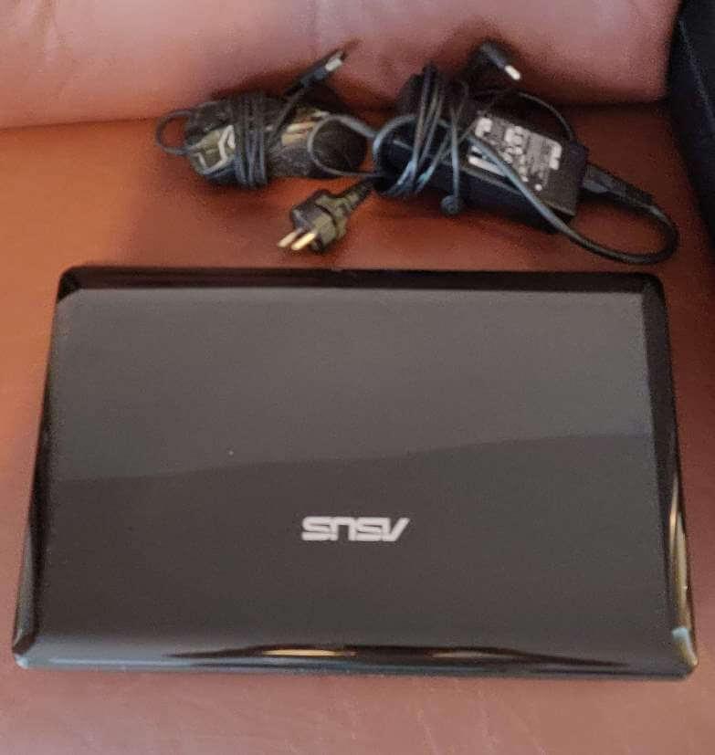Ładowarka myszka i laptop